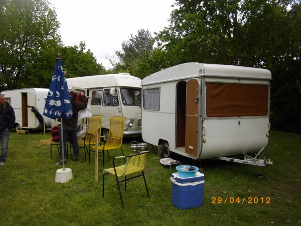 1102  8 eme retro camping du cqnv a chinon (37)