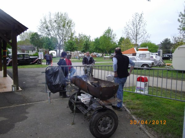 1122  8 eme retro camping du cqnv a chinon (37)