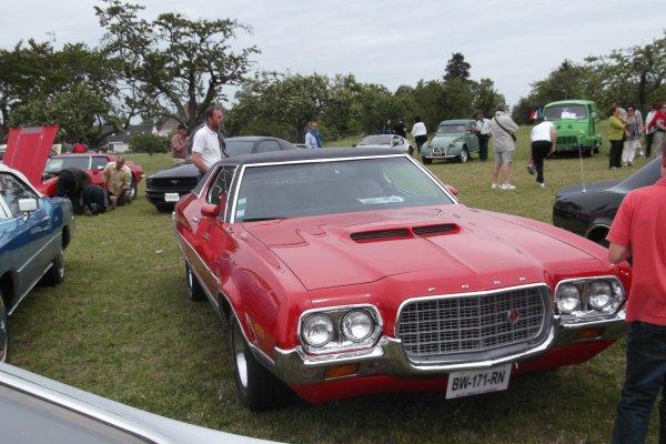 1147   expo de véhicules a francueil 06/2012 dep 37