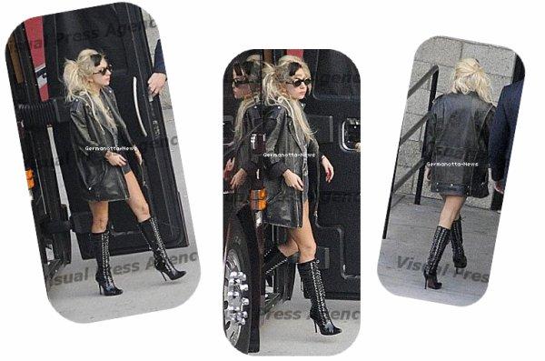 C'est dans une tenue assez simple que Gaga a été aperçue à San Diego en Californie.