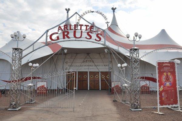 ARLETTE GRUSS VALENCIENNES ET L'ON RÉINVENTA LE CIRQUE PARKING LACAZON DU 22 AU 26 MARS 2016