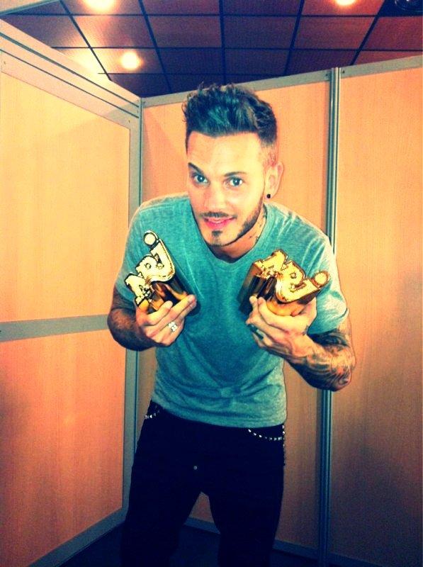 NRJ Music Award 2012 : Artiste masculin de l'année et chanson de l'année..Encore une fois, on y est arrivée.. Et on lui a prouvée notre soutient sans failles.. Ses awards il les a pas volé ils sont + que mériter.; Bravo l'artiste et love u..