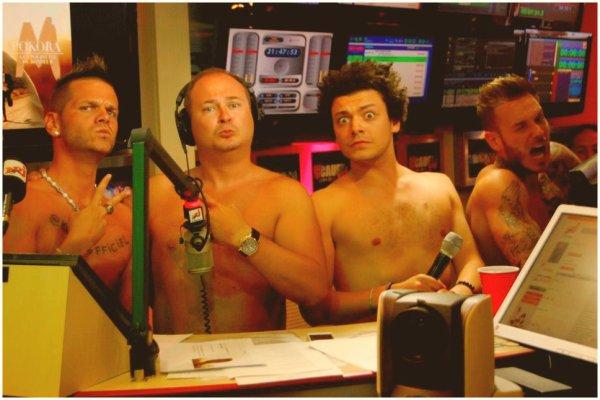 """Matt tiens son pari et se retrouve nu chez Cauet Miam.. c'est HOT ! & Live """"On est là"""" !"""