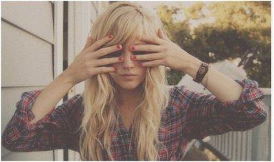 J'hésite entre être une fille bien et une pétasse.. car de nos jours les filles bien joue les pétasses.