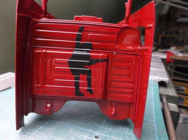 mercdes mp3 petite et grande cabine !! 06 !! peinture et vernis sur la petite cabine + pose d'adhésifs noir mat