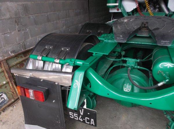 nouveau détails et reprise de peinture sur l'arrière du châssis du GMC !!!