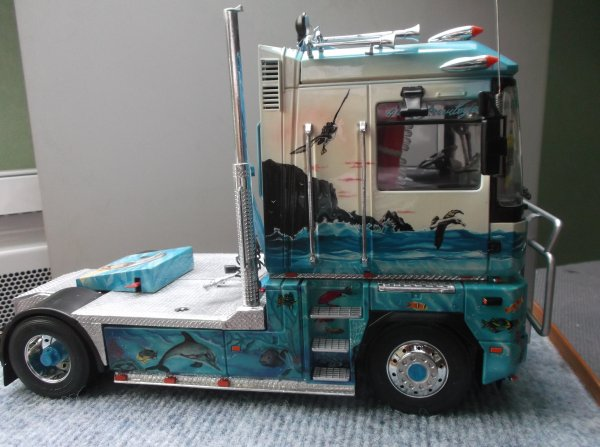 pour les fans des vrai camions décoré ,un AE construit il y a 20 ans