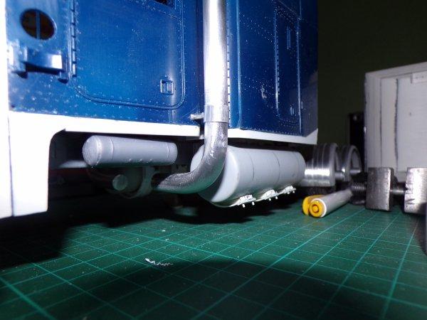 US40 !! modification des coudes échappements et fabrication du premier support d'aile !!!