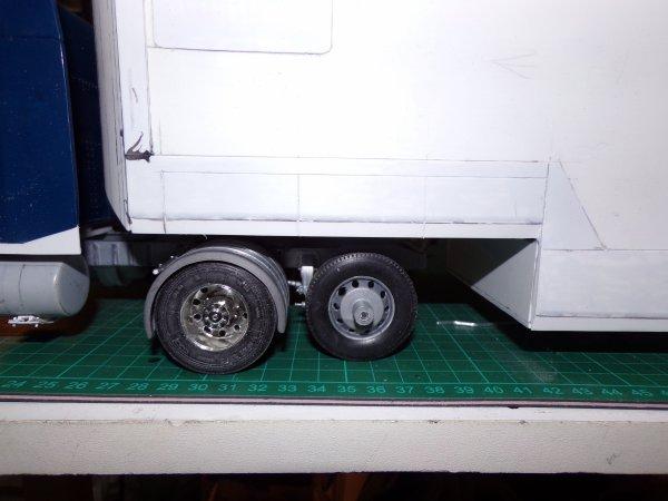 US 41 !! pose des essieux de la semi et petit essai sur le tracteur !!