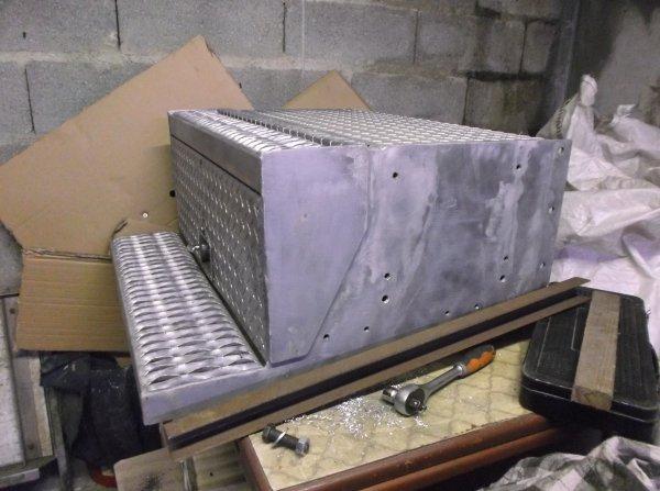 aménagement d'un nouveau coffre a batteries pour le GMC  !!!