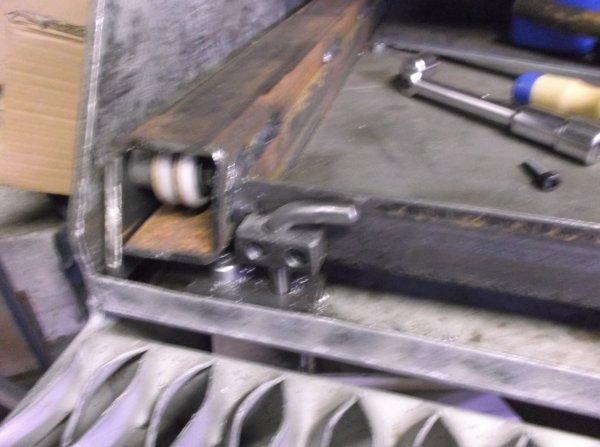 un samedi sur le GMC !! système de blocage du chariot a l'intérieur du coffre !!