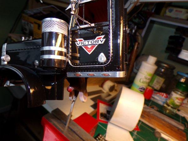 US 79 !! tableau de bord en photodécoupe et petits feux de bas de cabine !!!