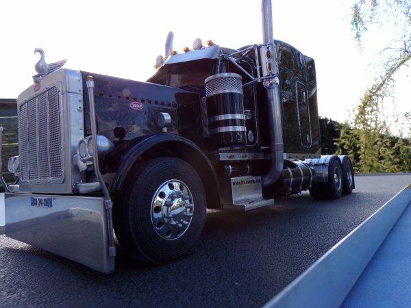US 83 !! en extérieur le tracteur seul !!