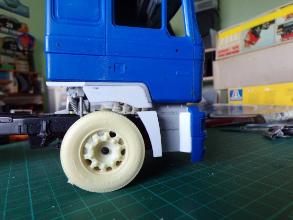 MAN F2000 !!03 modif des passages de roues avants !!!