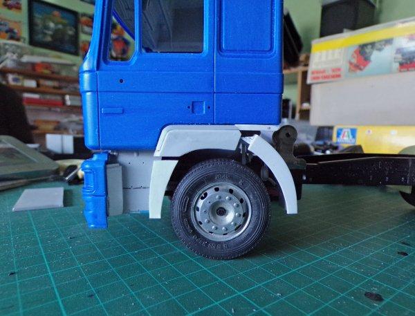 MAN F2000  !! 06 !! modification du passage de roue avant et début de fabrication des carénages !!!