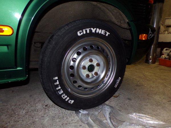 2 autres roues du T4 repeinte et la prise d'air du GMC !!!