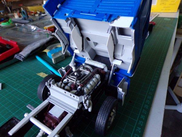 MAN F2000 !!24 !! moteur terminé et cabine qui bascule !!!