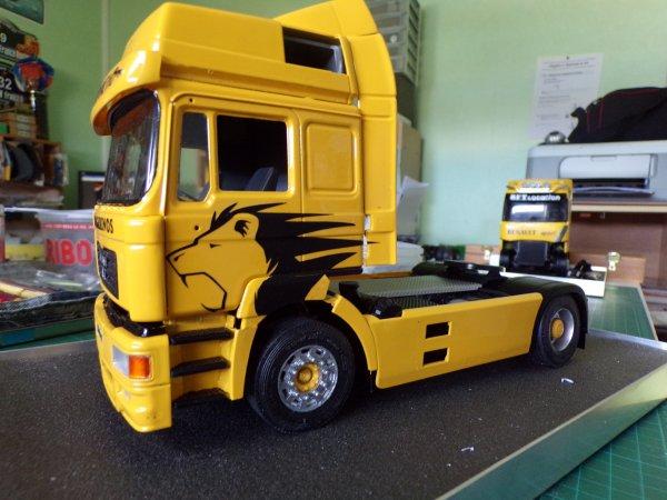 MAN F2000 !!33 !! assemblage du châssis réservoirs carénages et échappements !!!