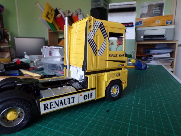 RENAULT AE 560 !!08 !! ça commence a prendre forme !!