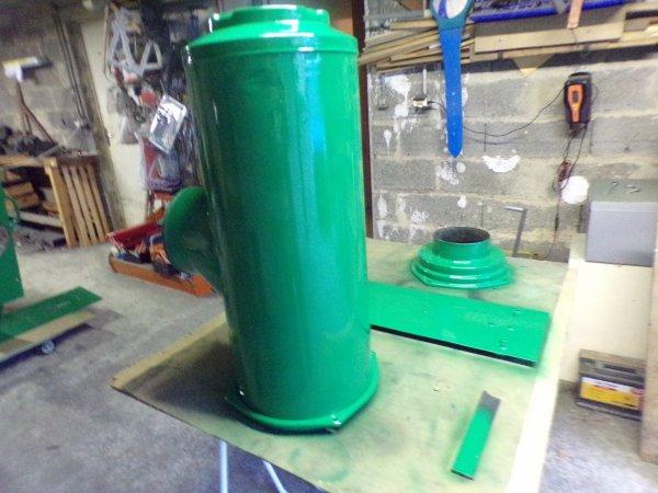 week end de pâques !! préparé ,après époxy , peinture blanche  ,pose d'addésifs ,peinture verte,maintenant plus qu'a posé tous ça sur le GMC !!