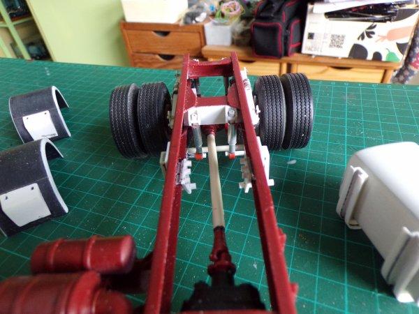 R420 air disc !!03 !! essieu et suspension arrière terminé ,montage bizarre lames et coussins d'air !!