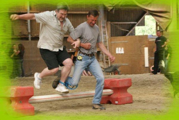 Pâques au Ranch -> Pieds liés!