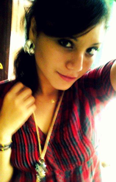 jsui juste une fille qui apprécie chaque moment de la vie ..... = )