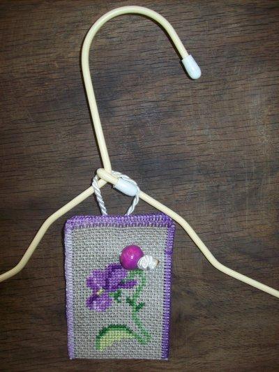 """Support d'huilles essentielles """" Violette """""""