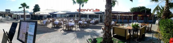 1 RONY'S GRILL (port St Laurent )