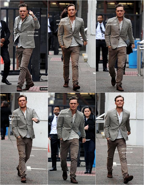 CANDID  C'est un Ed de mauvaise humeur qui a été aperçu le 06 Février 2011 dans les rues de Londres. Contre qui Ed était-il en colère à ton avis ?