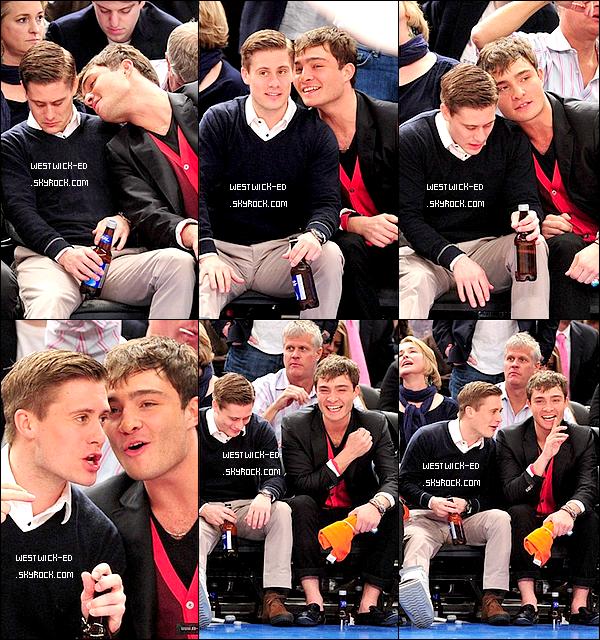 30/03/11 : ED était à un match avec un ami.  Ca fait plaisir de le voir souriant :)