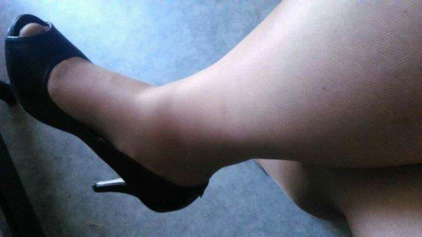 Suite jambe pied délimitation du bas et de la peau bas noir et bas couleur chaire qu'en pensez vous lol