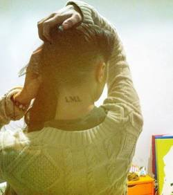 Capucine s'est fait un tatouage sur la nuque : LML