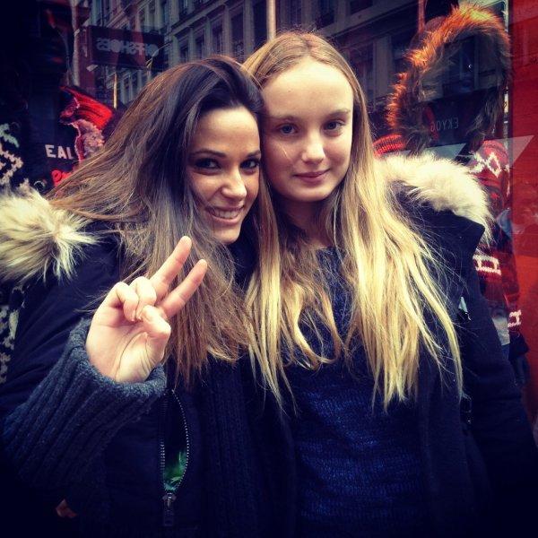 Capucine rencontre ses fans à Lyon le 26/12/13 ! (dont moi)