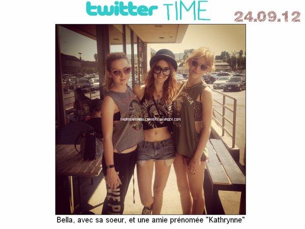"""24.09.12 : Bella, sa soeur et une amie sont allées déjeuner ensembles. 25.09.12 : Bella, sa soeur et toujours la même amie à l'avant première de : """"Pitch Perfcet"""" (+) Dress Like sur Bella à l'avant première du film."""