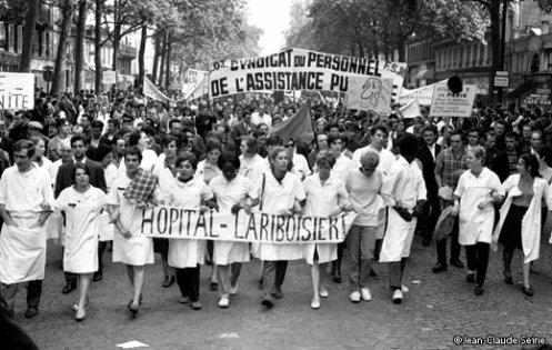 Les gens decendent dans les rues, les gens courent dans les boutiques, Mai 68.
