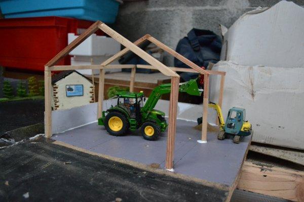 Construction d'un hangar à paille .