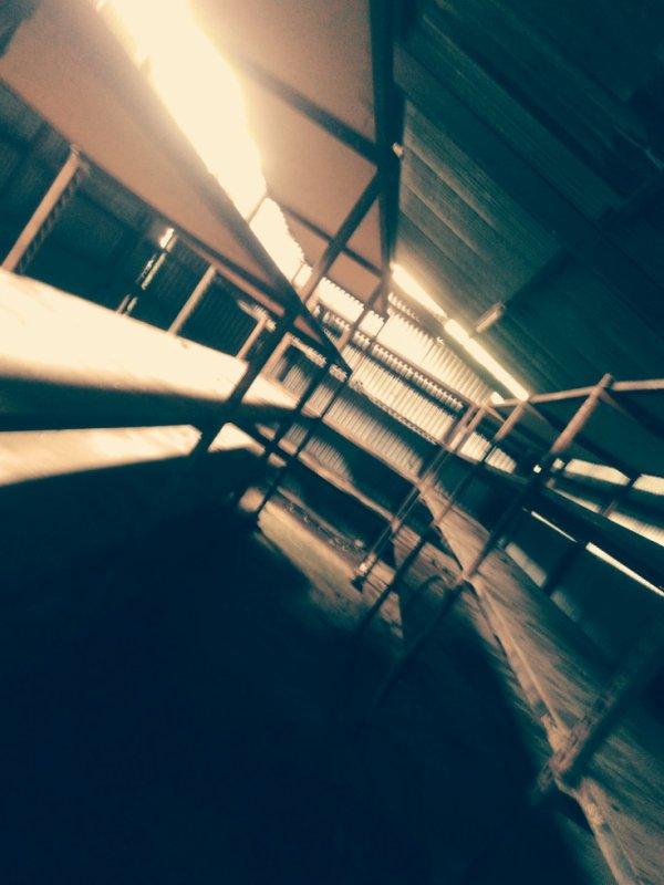 Halle de rangement pièce détachées
