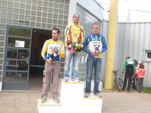 Compétition VTT FFC à Montlouis le 05 mai 2013