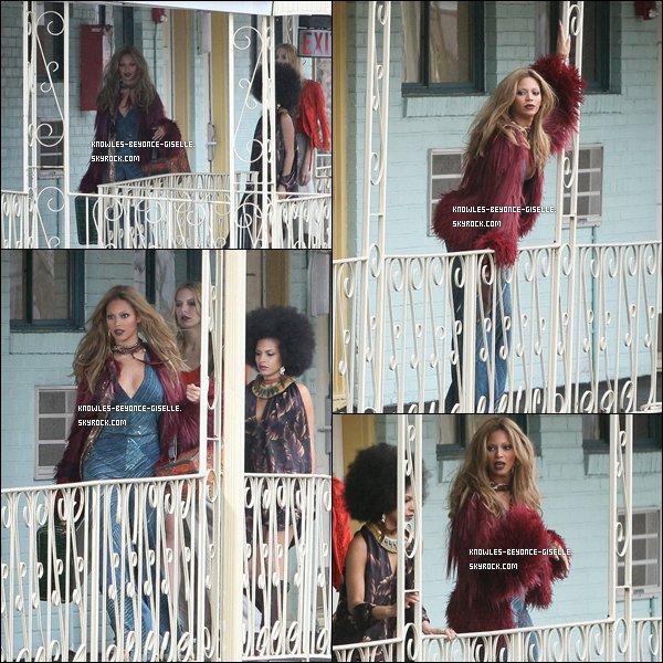 """. PHOTOS DE SON PROCHAIN CLIP DE SON NOUVEL ALBUM ! . Beyoncé vient d'être photographiée par Ellen Von Enerth, photographe de Rihanna pour Rated R dans le New Jersey. Les photos auraient apparemment été prises lors du tournage du prochain clip de Beyoncé.C'est Roberto Cavalli, styliste et couturier italien, qui a crée la tenue seventies que la diva porte, qui l'affirme sur son Twitter.""""Beyoncé Knowles dans sa tenue Roberto Cavalli tourne la première #video de son nouvel album! http://twitpic.com/4fruq3""""Le patron de Sony Music Australia, Denis Handlin, a pu voir Beyoncé chanter six chansons de son quatrième album. L'album serait apparemment prévu pour fin juin, si tout va bien. Avant de chanter ses chansons, Beyoncé a expliqué à quel point elle adorait faire de la musique et la partager avec ses fans.""""Elle est l'une des popstars de sa génération ayant le plus de succès. C'était juste génial. Elle est venue et nous a joué six chansons provenant de l'album. Elle veut faire une tournée énorme pour ce nouveau disque, incluant l'Australie. Ces chansons... la meilleure description que je peux donner est """"révolutionnaire"""", elle est allée à un autre niveau"""" A t-il déclaré.Le premier single devrait sortir en avril et selon certaines rumeurs il s'appellerait """" Girl """"."""
