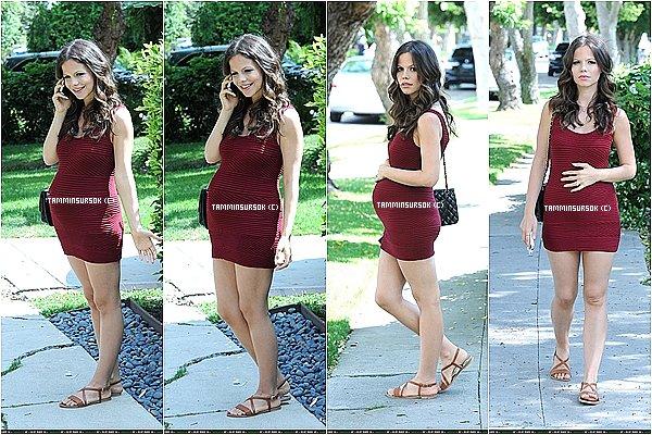 Le 05/06/13 : Voici tammin enceinte dans les rue de Los Angeles