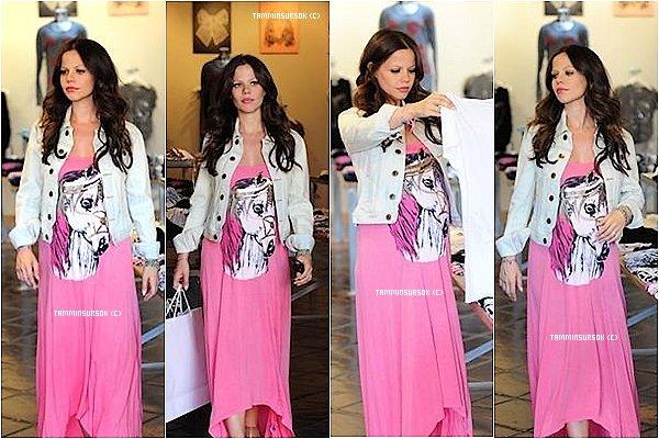 Tammin aété aperçue alors qu'elle est toujours enceinte faisant du shopping dans la boutique Lauren Moshi de Los Angeles