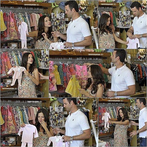 17.08.13 : Tammin et sont mari ont étaient vu alors qu'ils faisaient du shopping à Flicka Store, à Los Angeles. Tammin et magnifique j'adore .. c'est trop mimi de la voir acheté des affaires de bébé