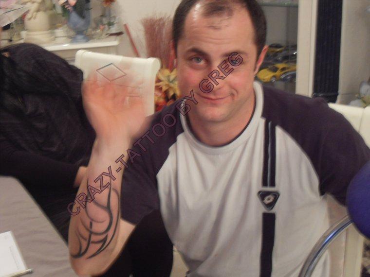 patrice tribal en court sur l 39 avant bras tatoueur fou. Black Bedroom Furniture Sets. Home Design Ideas