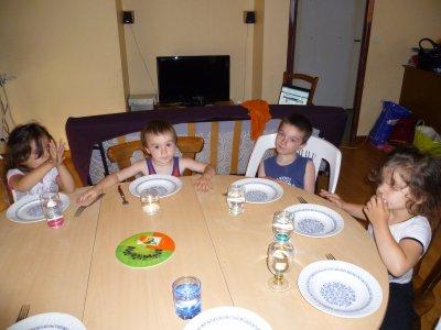 les enfants a table lol