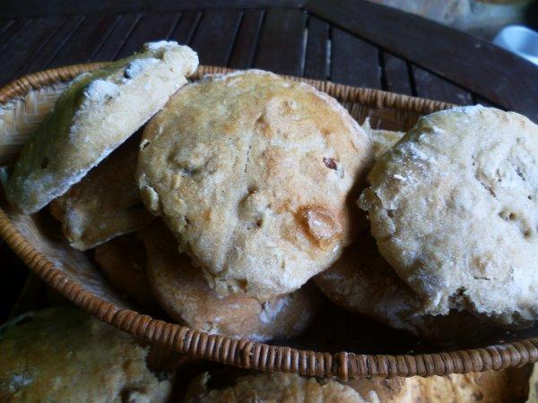 Petits pains complets aux raisins secs