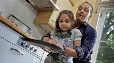 Erdogan Atalay et sa fille dans un épisode de SOKO 5113.