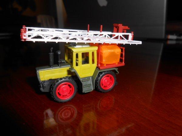 tracteur MB 1800 pret pour l'épendage!!!!