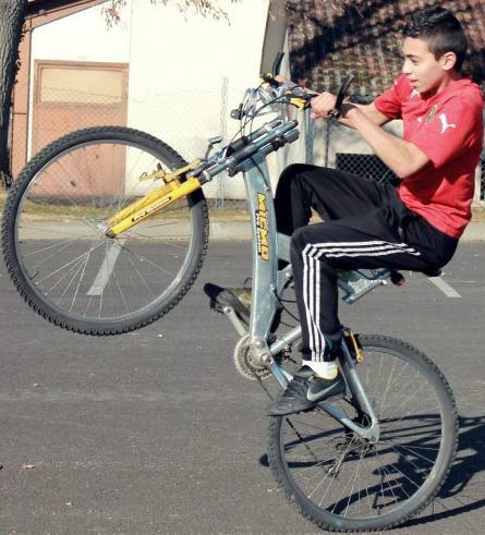 Moi sur un vélo sa donne sa!
