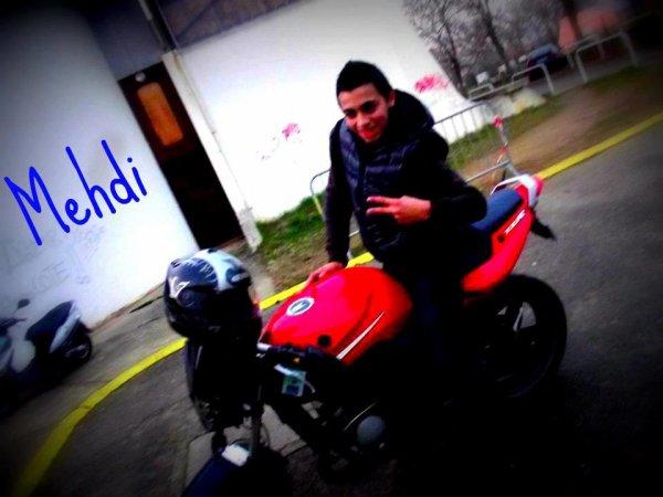 Avec la moto d'un autre potoo ♥